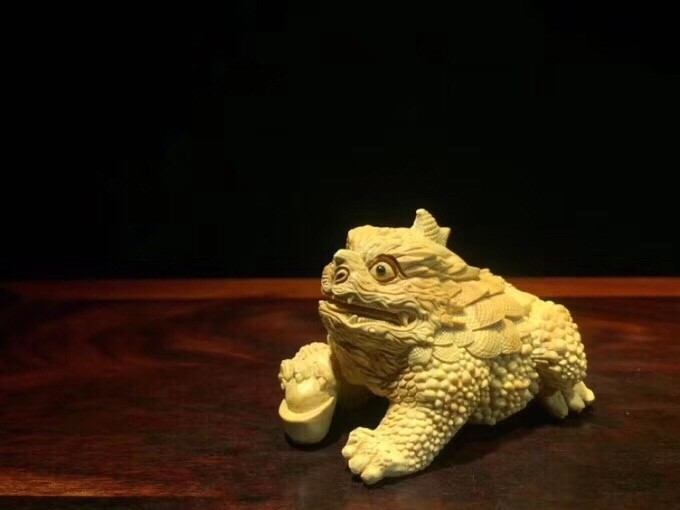 Golden Fortune Toad Carving